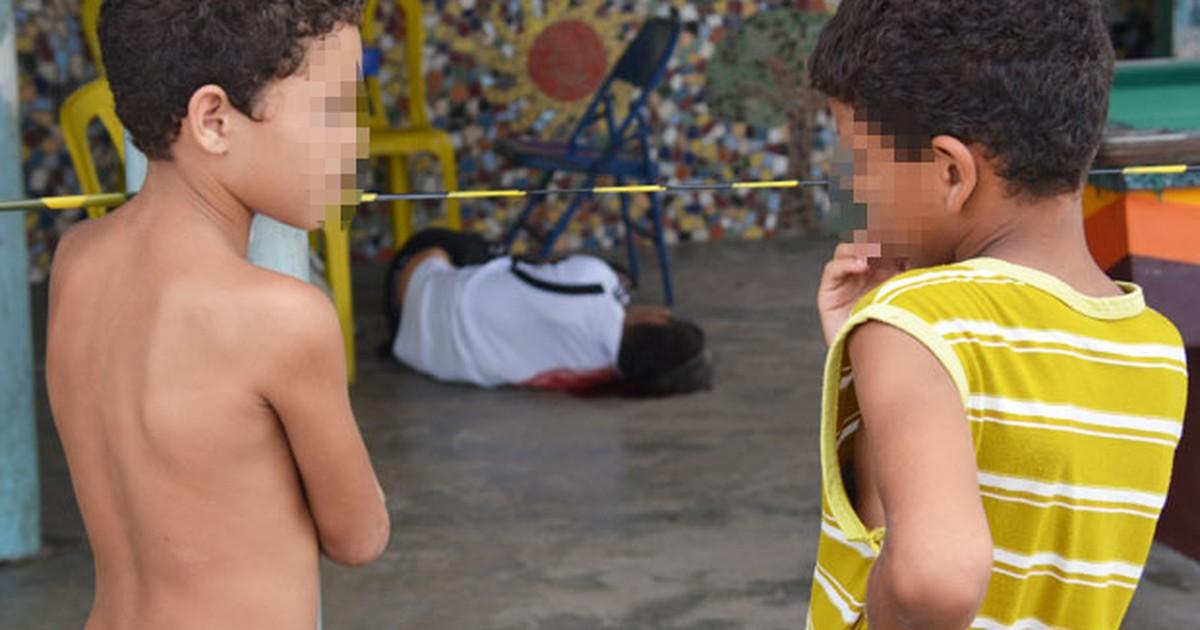 Homem é assassinado dentro de bar vizinho a posto policial na ... - Globo.com