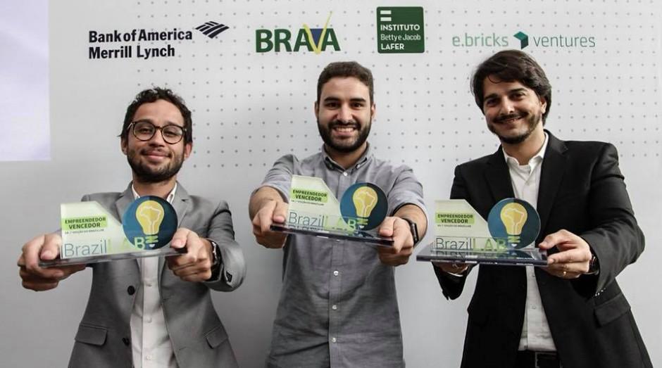 Vencedores do DemoDay da BrazilLAB: Rafael Zenorini (Refinaria de Dados), Rafael Vivolo (MGov) e Gabriel Senra (Linte) (Foto: Divulgação)