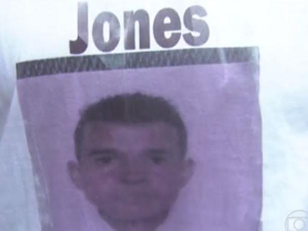 Jones Ferreira Januário, de 30 anos, dirigia o carro onde estavam os outros quatro rapazes (Foto: Reprodução/TV Globo)