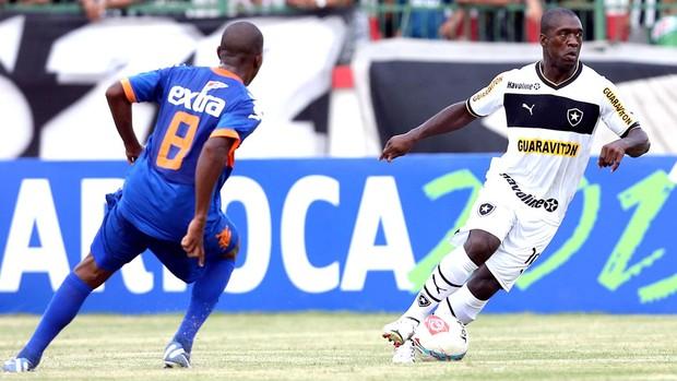 Seedorf na partida do Botafogo contra o Audax (Foto: Satiro Sodré / Agif)