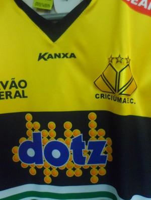 Camisa oficial Criciúma (Foto: João Lucas Cardoso)