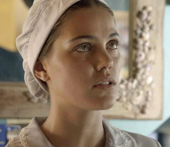 Alina pensa que Uodson escreveu um bilhete de amor para ela (Foto: TV Globo)
