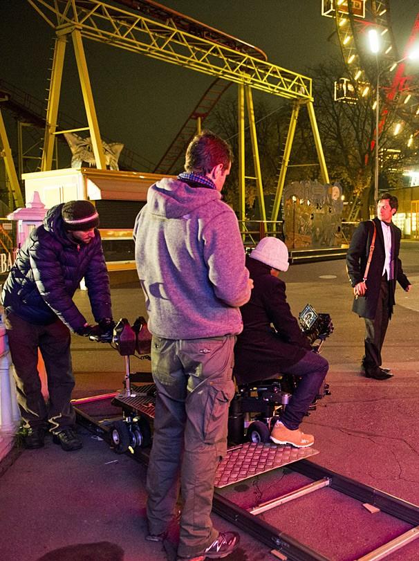 O ator Gabriel Braga Nunes grava Em Família em Viena, na Áustria, sob direção de Leonardo Nogueira (Foto: João Miguel JR./Globo)