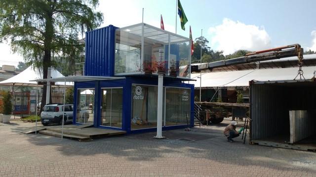 Estúdio de vidro começou a ser montado no Parque Vila Germânica, em Blumenau (Foto: RBS TV/Divulgação)