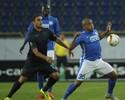 Ex-Fla participa de gols, e Dnipro arranca empate com o Lazio no fim