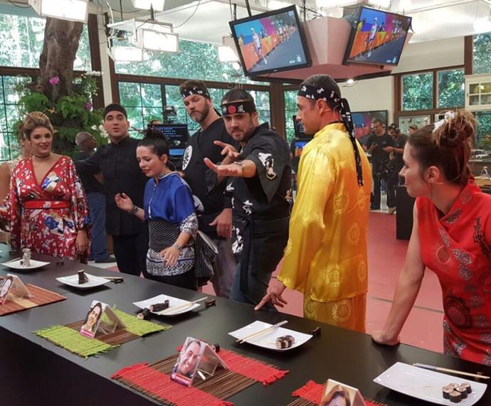 Repórteres usam trajes típicos para as provas (Foto: Ivo Madoglio/TV Globo)