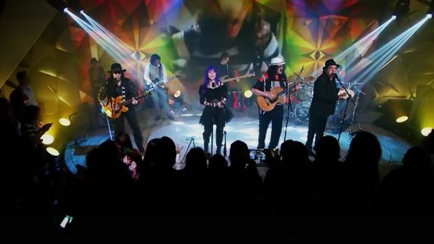 Novos Baianos se reúnem no palco do Fantástico (reprodução)
