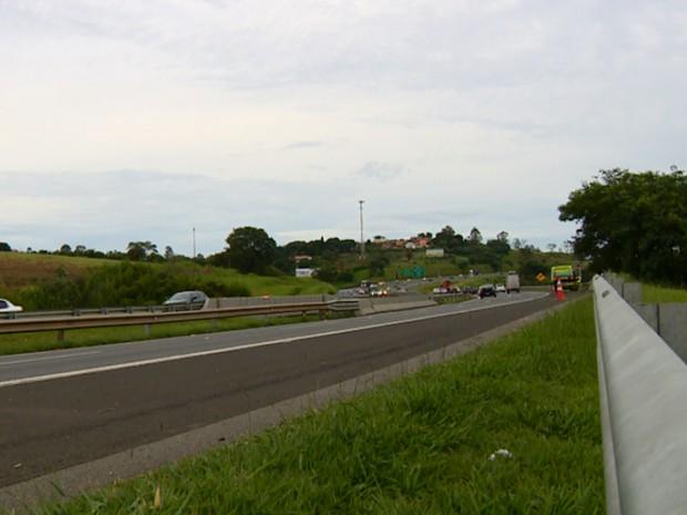 De acordo com concessionária, veículo estava no sentido Dom Pedro da via (Foto: Oscar Herculano/EPTV)