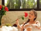 Ex-BBB Renatinha faz topless em foto e seguidor pede: 'Tira a mão'