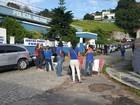 Parentes de PMs ocupam entrada de batalhões na Serra do Rio; policiamento é normal