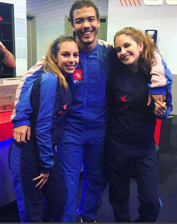 Ronald com Sofia Ferrari e Manon Zarvos  (Foto: Reprodução)