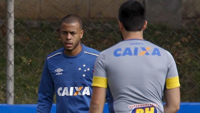 Léo e Mayke no treino do Cruzeiro (Foto: Washington Alves/Light Press)