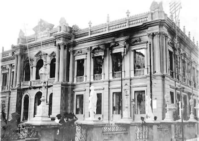 Bombardeio da Biblioteca Municipal de Salvador foi um dos fatos do século 20 (Foto: TV Bahia)