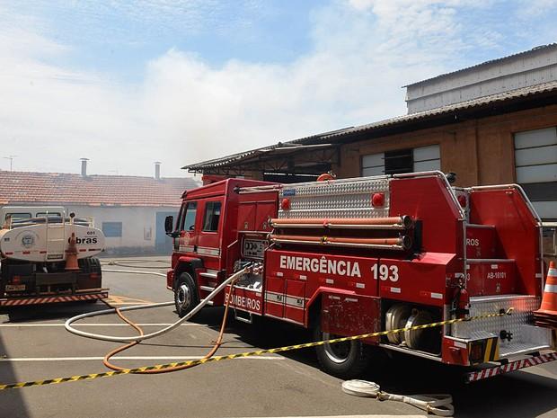 Incêndio atinge barracão da Prefeitura de Limeira  (Foto: Adilson Silveira/ Prefeitura de Limeira)