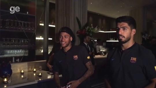 Em meio à especulação, Neymar e Suárez comandam Barcelona em videogame
