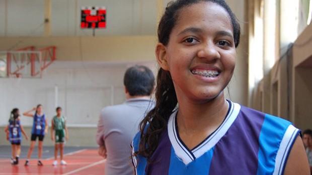Malu Martins, atleta paraibana de basquete sub-15 (Foto: Renata Vasconcellos / Globoesporte.com/pb)