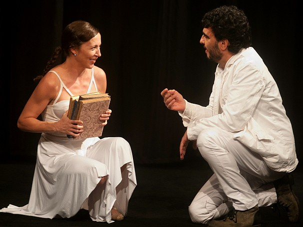 """Os Dezequilibrados encerram sua trilogia sobre o amor com """"Beija-me como nos Livros""""; globo teatro (Foto: Divulgação/Dalton Valério)"""