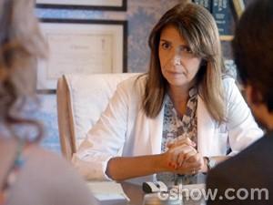 Médica diz que a ruiva está com gravidez psicológica (Foto: Além do Horizonte/TV Globo)