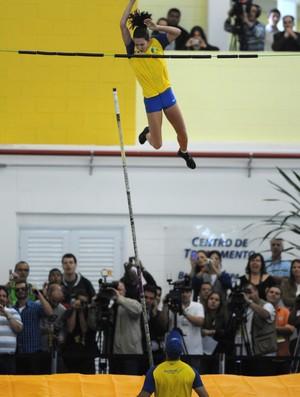 Fabiana Muer salto CT São Caetano (Foto: Agência Luz/BM&FBOVESPA.)