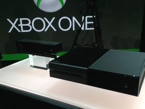 Kinect e novo console da Microsoft, o Xbox One, apresentado pela empresa nesta terça-feira (21) (Foto: Bruno Araujo/G1)