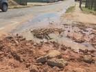 Moradores denunciam desperdício de água do Depasa em Cruzeiro do Sul