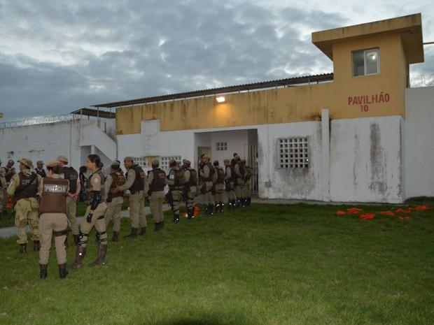 Segundo diretor do presídio, rebelião teria começado após briga entre facções (Foto: Ed Santos/Acorda Cidade)