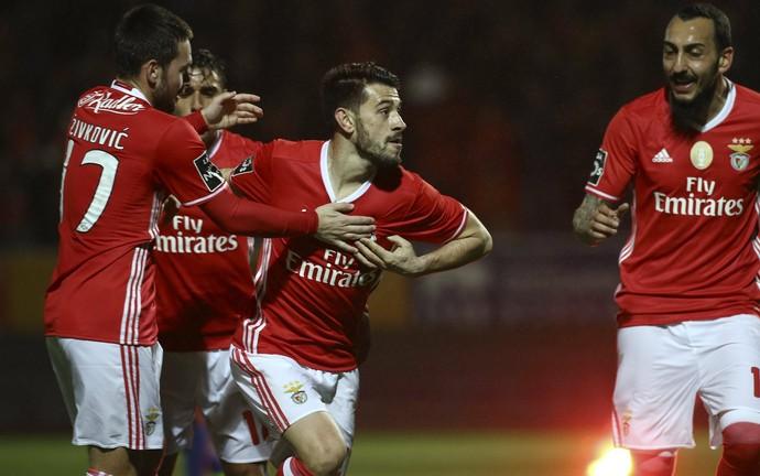 Pizzi comemora gol do Benfica sobre o Feirense (Foto: EFE)