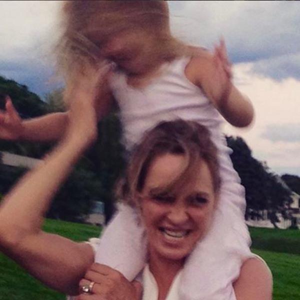 A atriz Uma Thurman com a filha (Foto: Instagram)