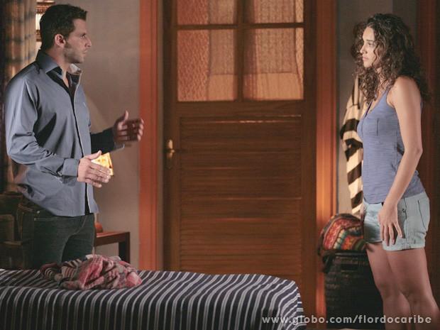 Para reconquistar a confiança de Ester, Taís aconselha o irmão a excluir Cristal de sua vida (Foto: Flor do Caribe / TV Globo)