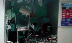 Explosão deixou parte da agência do Bradesco destruída em Lagoa Salgada (Foto: 190rn.com)