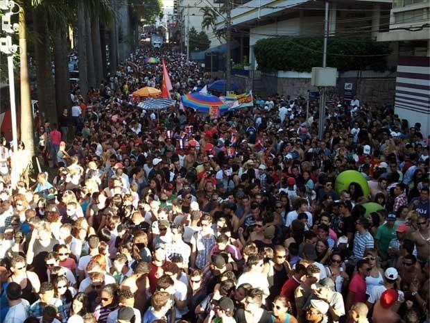 Parada LGBT em Campinas na edição do evento em 2012 (Foto: Bruna Stuppiello/G1 Campinas)