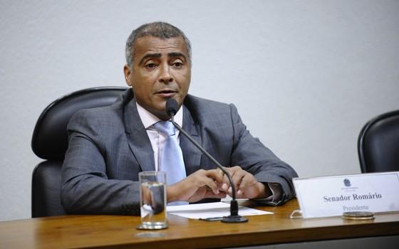 Romário fez um pronunciamento após ser eleito presidente por aclamação (Foto: Edilson Rodrigues/Agência Senado)