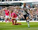 Kane faz dois, se isola na artilharia, e Tottenham segue à caça do Leicester