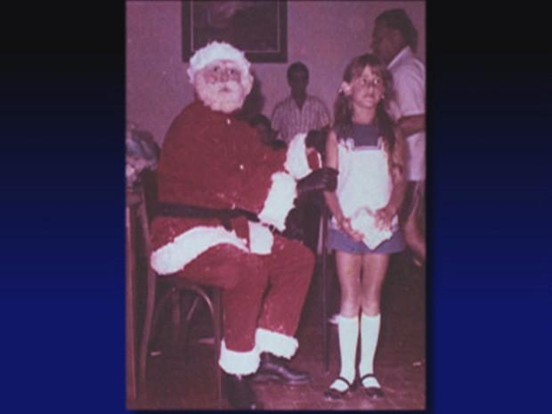 Fotografia antiga da apresentadora Xuxa ao lado do  Papai Noel (Foto: TV Globo/Programa do Jô)