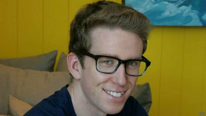 Ben Schlappig, americano que viaja pelo mundo utilizando milhas de cartão de crédito (Foto: BBC)