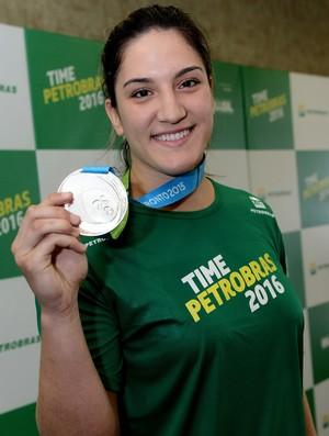 Mayra Aguiar com a medalha de prata no Pan de Toronto (Foto: Agência Petrobras)