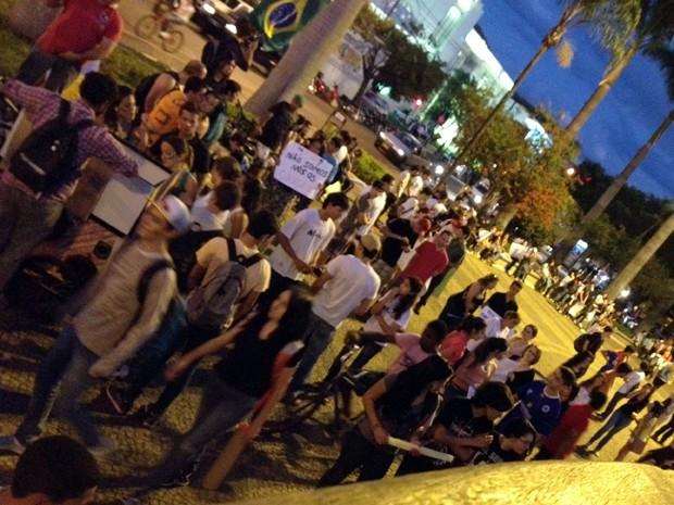 Moradores percorrem ruas de Patos de Minas (Foto: Gullit Pacielle Machado)