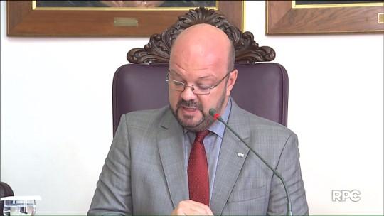 Reitor da UFPR diz que há controle de bolsas e auxílios, mas assume falhas