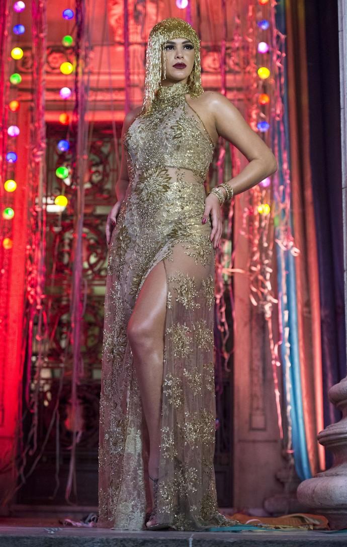 Ousadia é a marca do look de Beatriz (Bruna Marquezine) (Foto: Globo/Estevam Avellar)