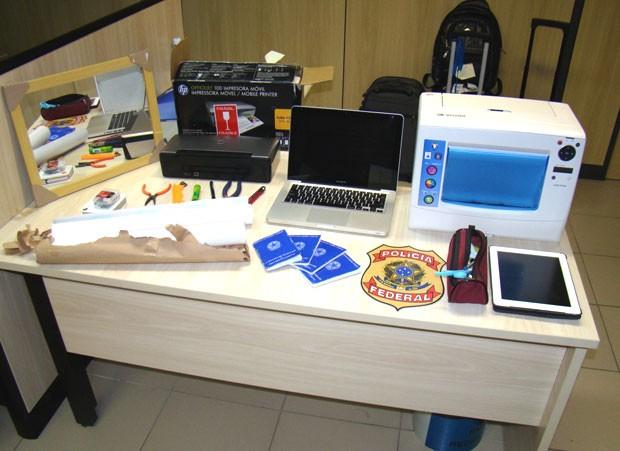 Material apreendido com os suspeitos foi levado para a sede da PF, em Natal (Foto: Divulgação/Polícia Federal do RN)