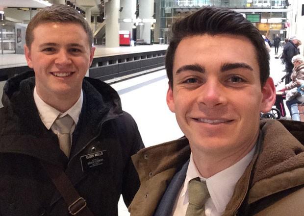 Mason Wells, de 19 anos, e Joseph Empey, 20, ambos de Utah, ficaram gravemente feridos nos atentados (Foto: Joseph Empey/Chad Wells/AP)