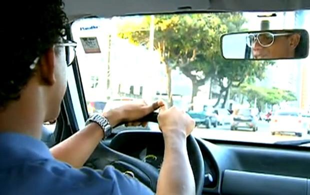 Rithely, volante do Sport, durante aula de auto escola (Foto: Reprodução SporTV)