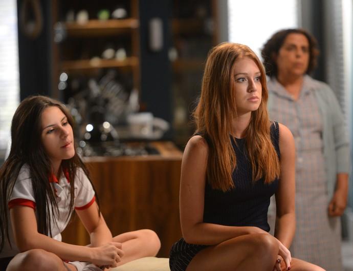 Eliza é aconselhada por Natasha a posar nua (Foto: Pedro Carrilho/Gshow)