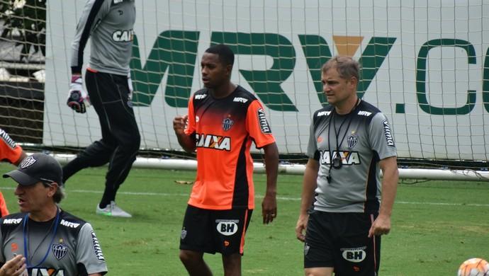 Diego Aguirre e Robinho (Foto: Rafael Araújo)