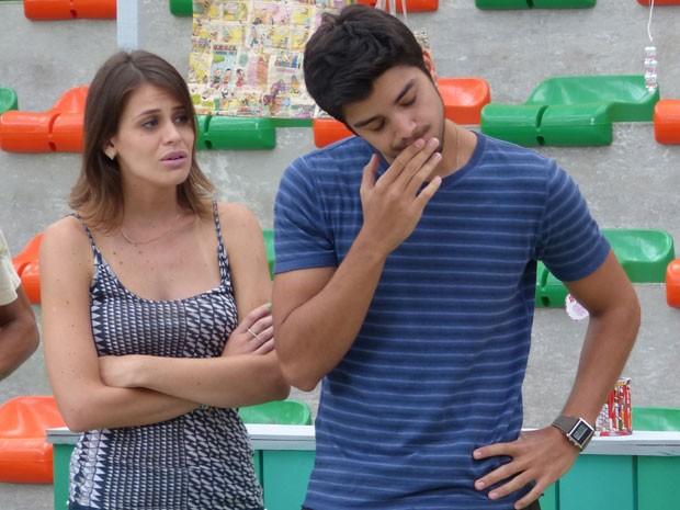 Bruno perde a paciência e discute com Fatinha. Sobra até pra Ana. Que bafo!!! (Foto: Malhação / Tv Globo)
