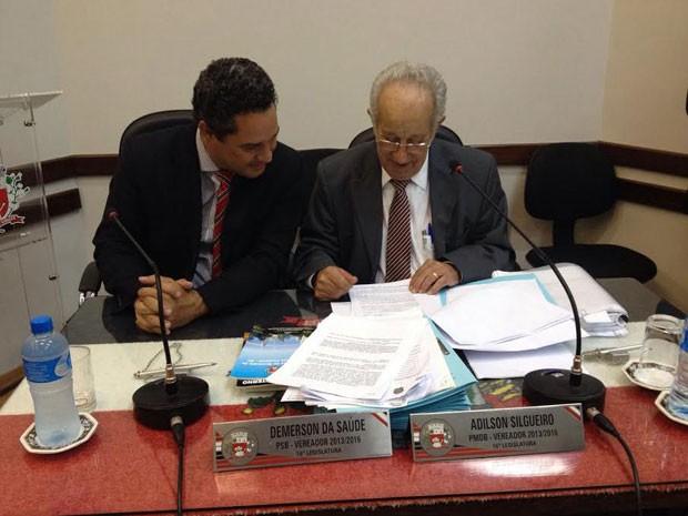 O advogado Rufino de Campos representa Adilson Silgueiro na sessão de julgamento (Foto: Heloise Hamada/G1)