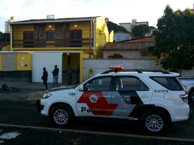 Policiais militares de Campinas auxiliam na operação contra o roubo de cargas (Foto: Vanderlei Duarte/EPTV)