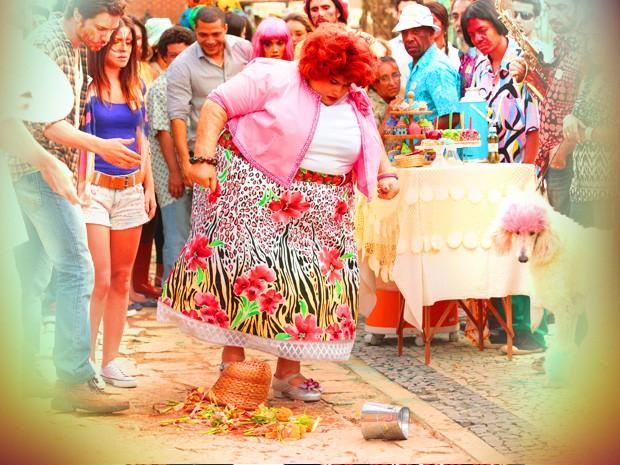 Rendonda já chega mostrando que não está para patranhice (Foto: TV Globo/Saramandaia)