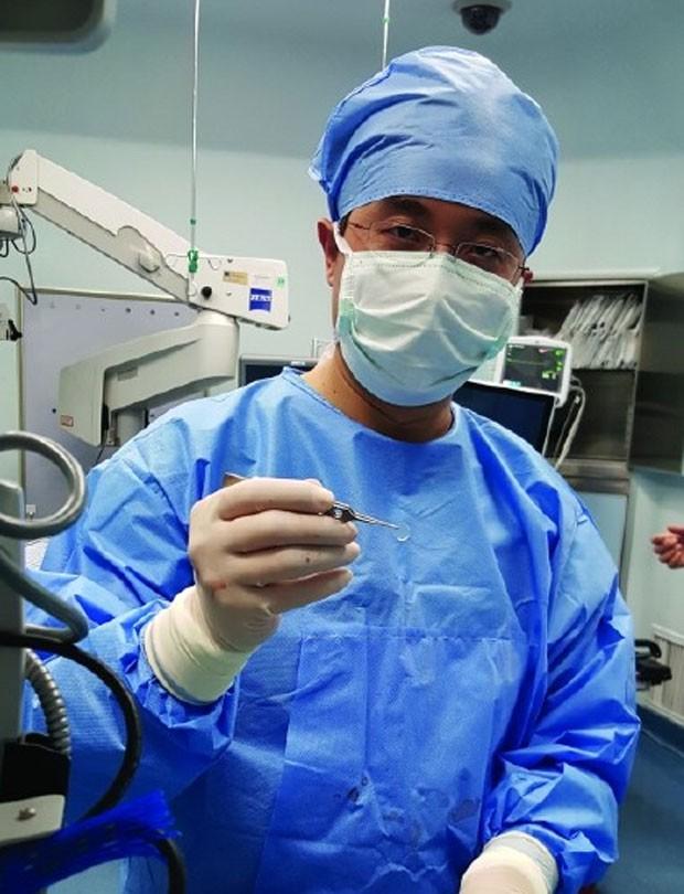 Garoto chinês recupera visão após transplante de uma córnea de porco (Foto: Reprodução/Weibo/Ettodaynet)
