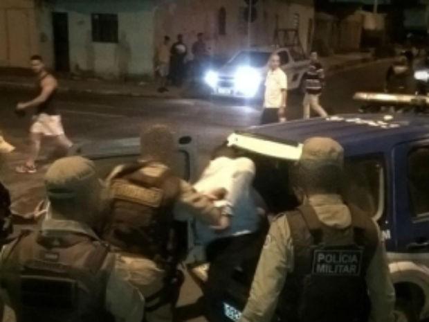 Suspeitos foram presos após perseguição da Polícia Militar (Foto: Divulgação / PM)